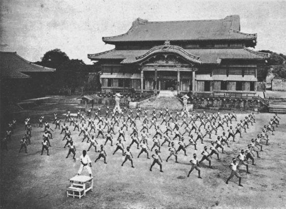 戦災で失われる前の正殿(空手演武) - 1938年(昭和13年)
